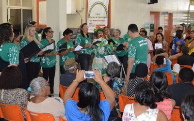 Coral Laurearte se apresenta no ambulatório do Laureano