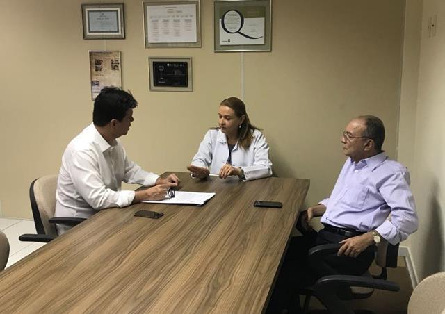 Ruy Carneiro visita obras de ampliação do Hospital Napoleão Laureano