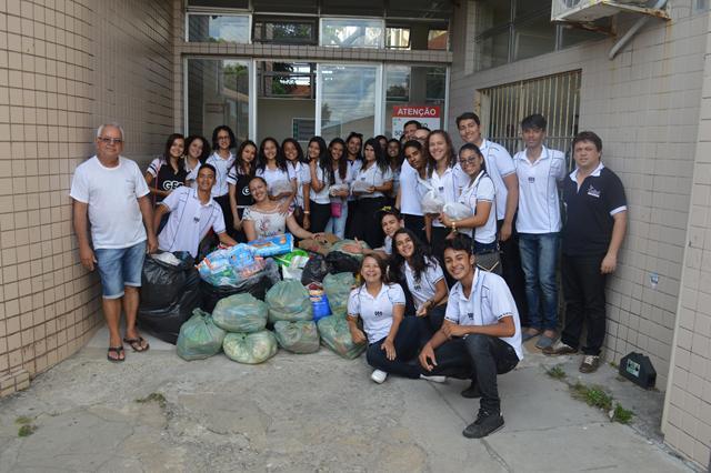 Professora e alunos do colégio GEO  da cidade de Itapororoca visitam o Hospital Napoleão Laureano