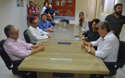 João Azevedo visitou o Hospital Napoleão Laureano