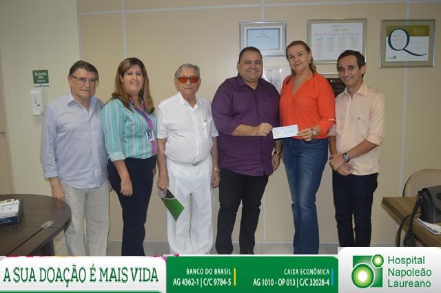 FCDL entrega doação ao Hospital Napoleão Laureano