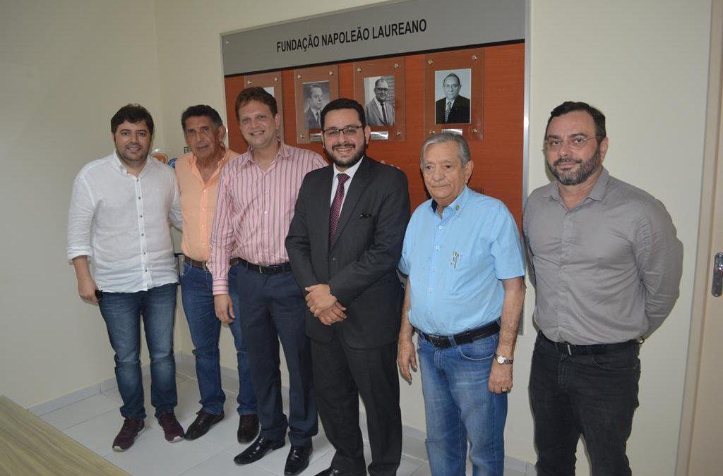 Superintendente da Caixa Econômica na Paraíba visita o Hospital Napoleão Laureano
