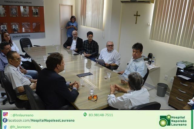 Visita do Deputado Federal Ruy Carneiro ao Hospital Napoleão Laureano com compromisso de trabalho.