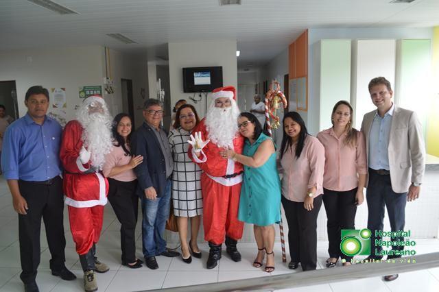 Hospital Napoleão Laureano recebe visita de Papai Noel