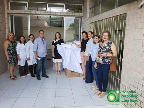 Maísa Cartaxo entrega doações ao Hospital Laureano