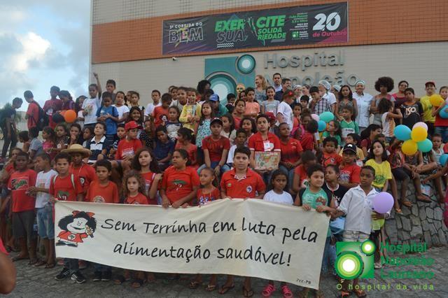 MST doa quase mil quilos de alimentos orgânicos para Hospital Napoleão Laureano