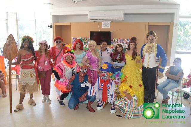 Reino Mágico faz apresentação para crianças no Laureano