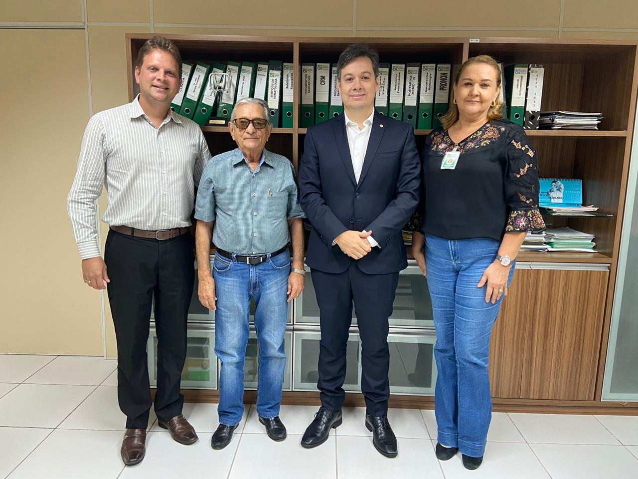 Secretário chefe do governo visita Hospital Napoleão Laureano