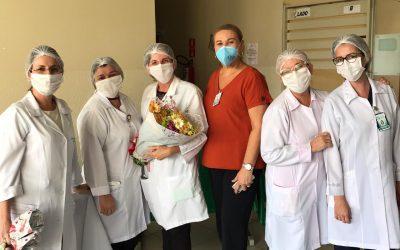 Napoleão Laureano faz homenagem a profissionais de enfermagem do hospital
