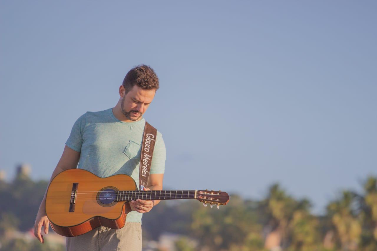 Após perder familiares com câncer, cantor faz live para ajudar Hospital Napoleão Laureano