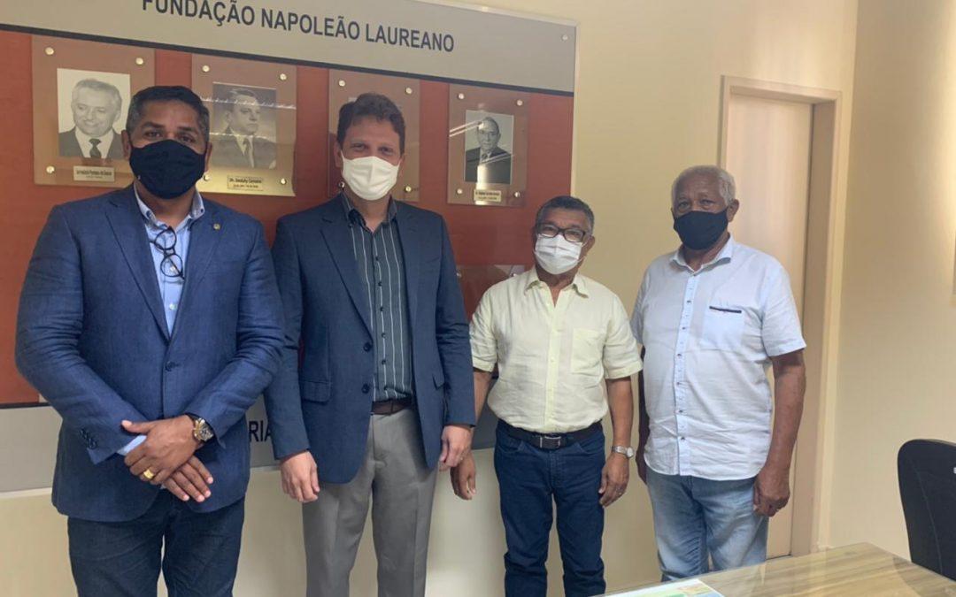 Vereador Emano Santos visita HNL e reafirma compromisso com o hospital